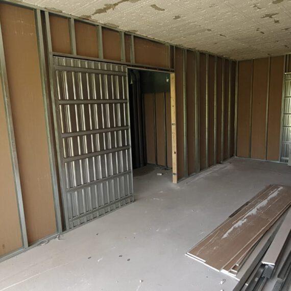 Tabiqueria en viviendas con puertas correderas y aislamiento